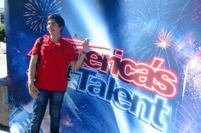 Михаил Асингеров участник шоу Америка ищет таланты